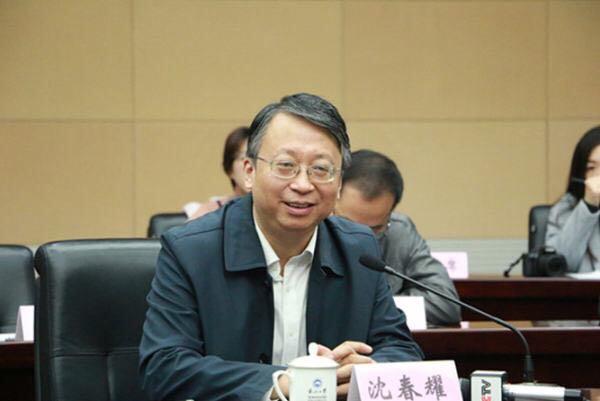 为何在宪法条文中写中国共产党领导是最本质特征?沈春耀:至少3大意义
