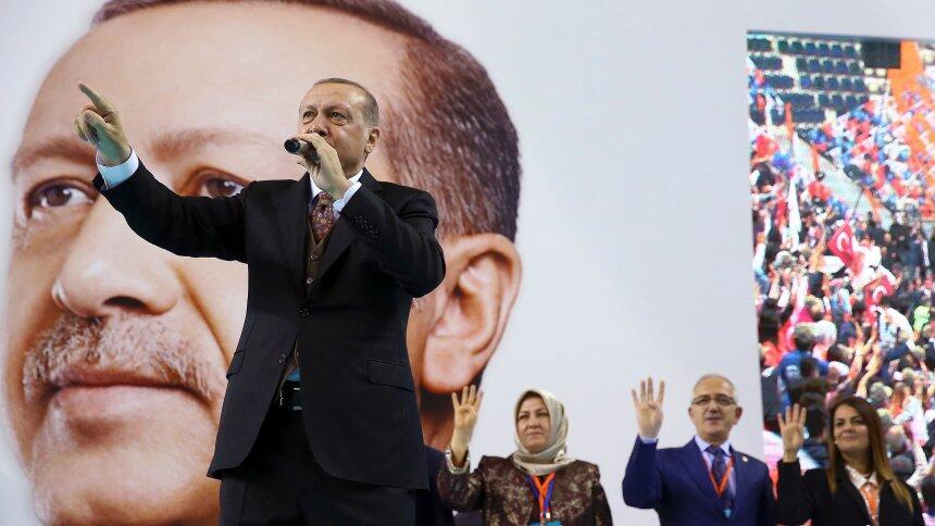 """土总统埃尔多安批北约""""双重标准"""" 喊话北约出兵叙利亚"""