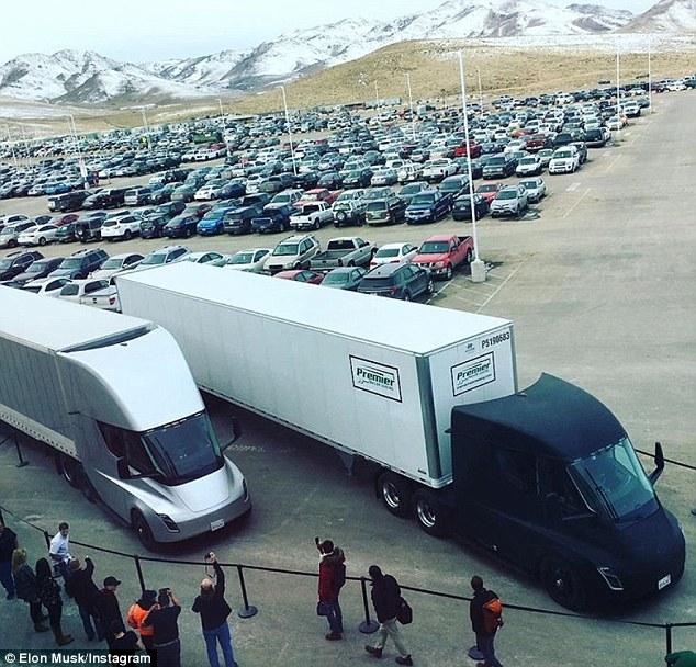 特斯拉Semi电动卡车实车现身 首次投入运输任务