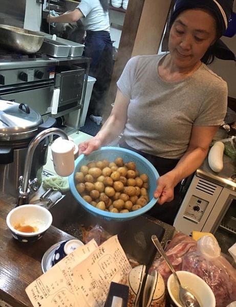 日本东京现创意餐馆:顾客洗碗打杂工可抵饭钱