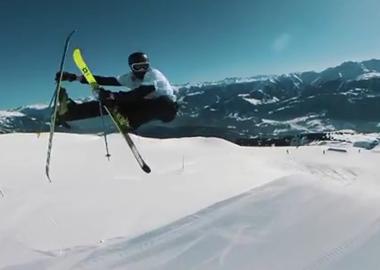 瑞士滑雪奥运选手身着C罗球衣上演高难度动作