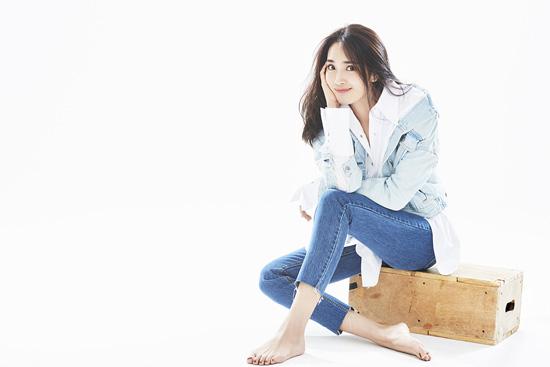 """王紫璇《黄金瞳》热拍  候场展现""""腿精的诞生"""""""