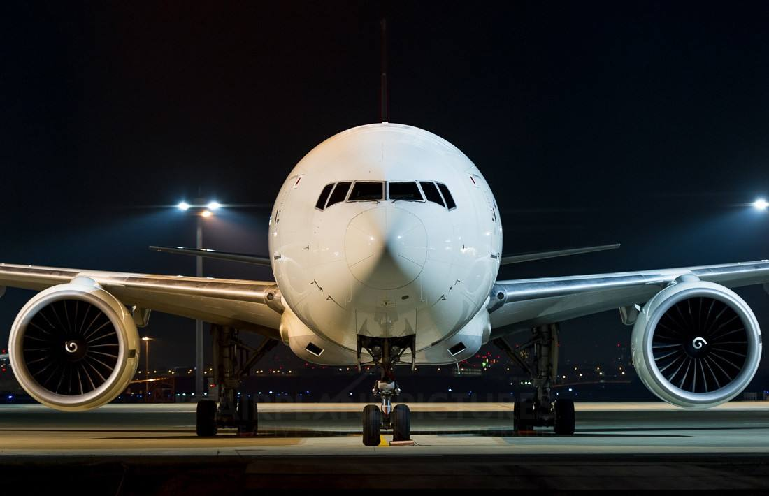 研究:全球每架商用飞机每年至少被雷击一次