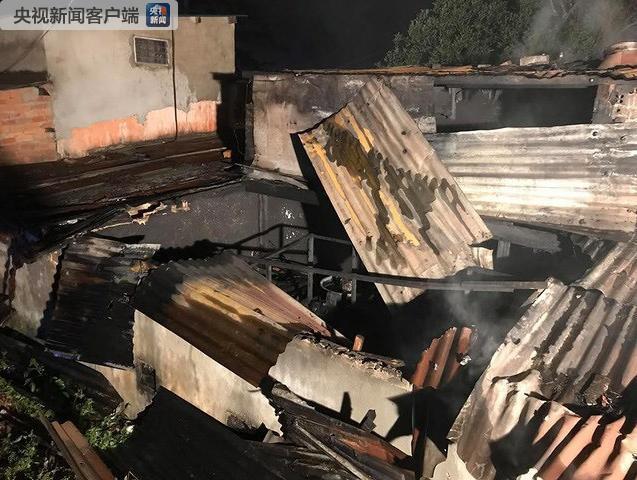 越南大叻一民居起火 致5人死亡
