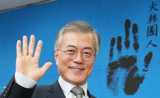 文在寅力推韩国修宪:总统任期5年变4年 可连任