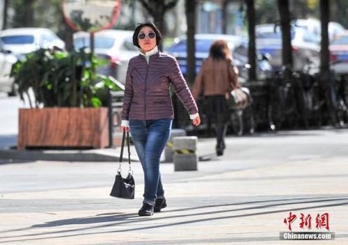 北京今最高温将飙至17℃ 有中度到重度霾