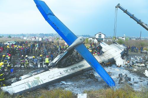 孟加拉国客机在尼泊尔坠毁,49人遇难