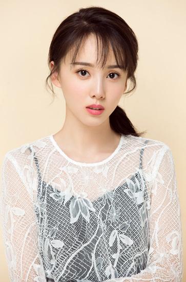 刘熙彤初春暖色写真曝光 性感俏皮展现青春魅力