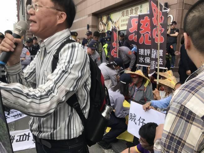国民党批蔡办侍卫长抬人:民进党使台湾民主堕落