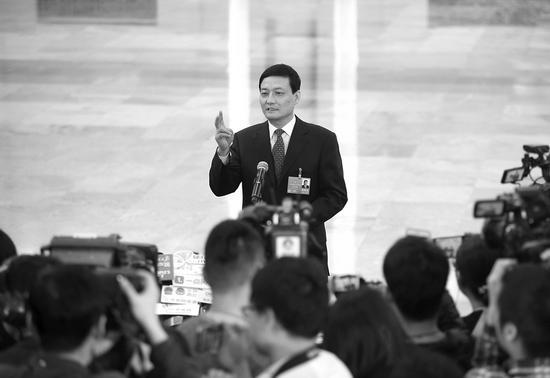 肖亚庆谈国企民企:国进民退不符合实际 竞争产生机会