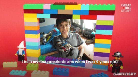 18岁断臂少年用乐高拼义肢 动作灵活独一无二