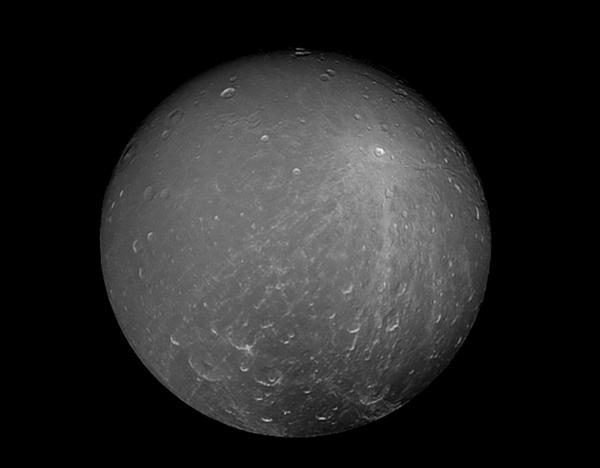 NASA展示土卫四珍贵照片 液态水或存于地壳深处