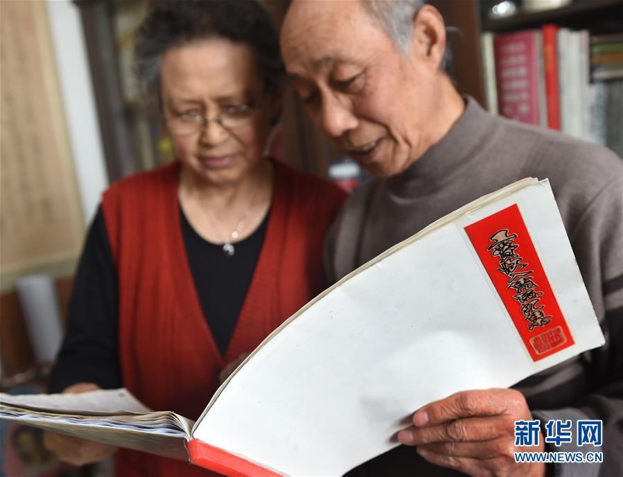 退休教师收藏27年325张工资条 折射时代变迁