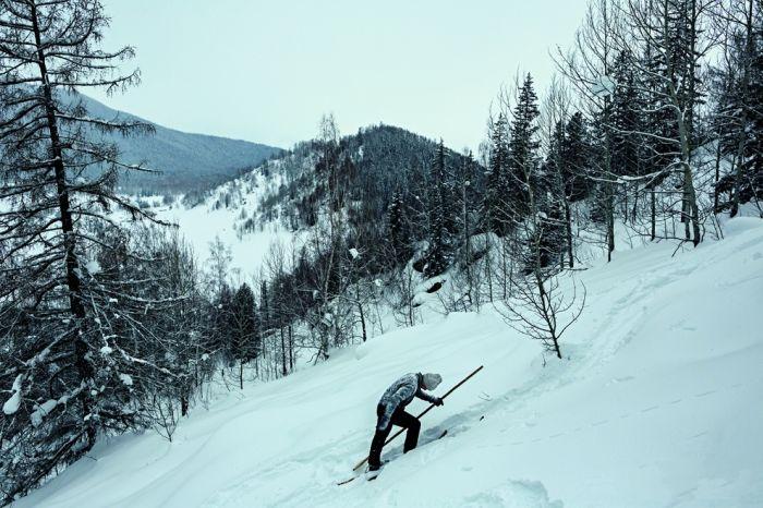 用毛皮雪板感受原始滑雪乐趣