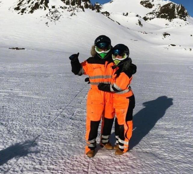 C罗和女友度假滑雪泡温泉 亲吻秀恩爱撒狗粮