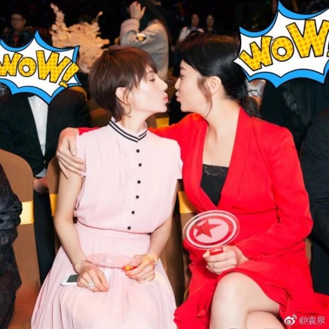 袁泉和江珊同框大玩亲亲 相差十岁却像姐妹花