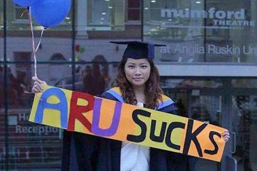 """中国侨网中国留学生状告英国母校""""欺诈""""。(《英中时报》援引自英国《太阳报》)"""
