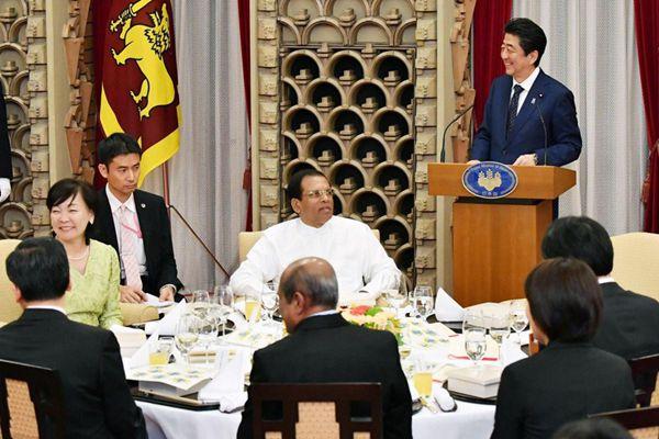 不惧丑闻缠身 安倍夫妇开心宴请斯里兰卡总统