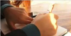 暖心:大学生手绘说明书 教奶奶学会视频聊天