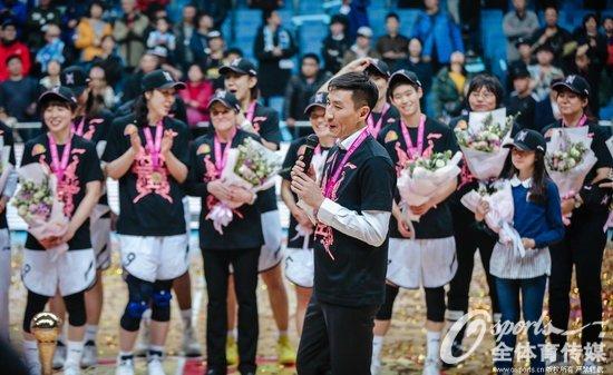 北京首钢女篮实现三连冠 靓丽名片添新彩
