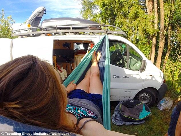 法年轻夫妇辞掉工作改装二手房车环欧旅行
