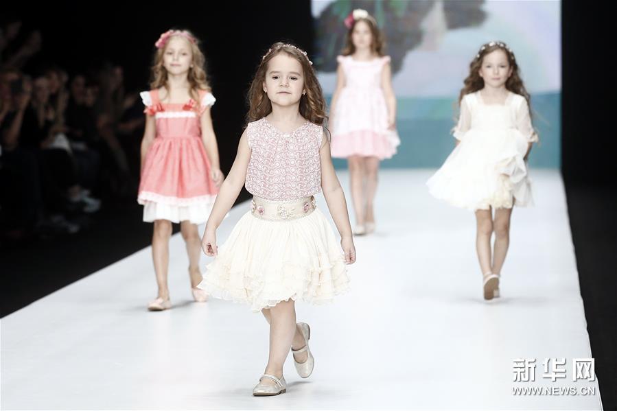 俄罗斯时装周—— Alta Costura品牌童装秀