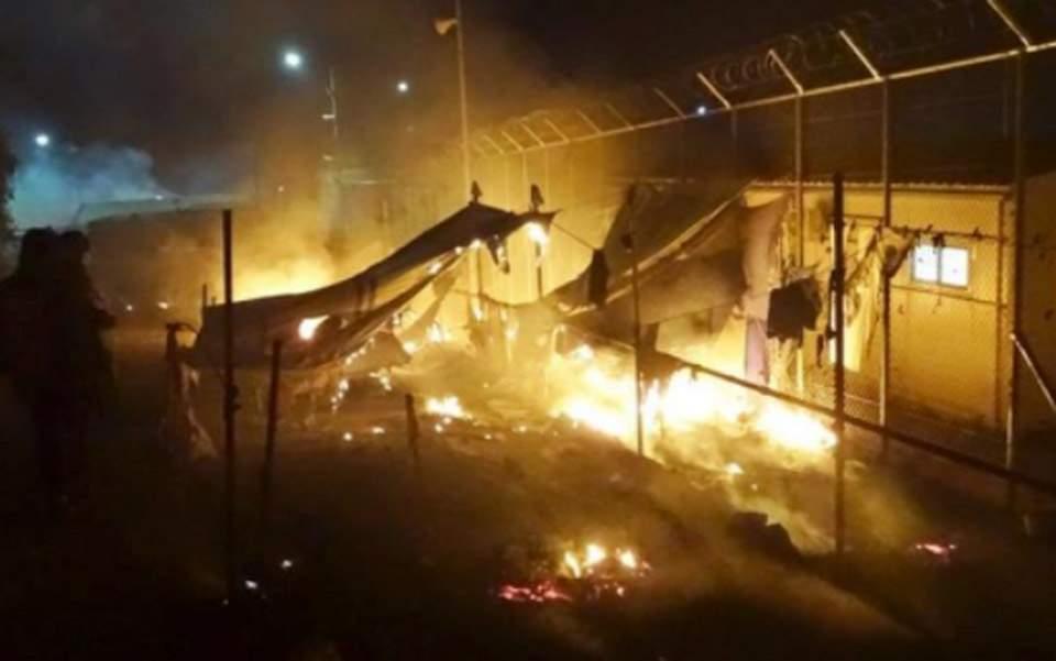 希腊海岛难民攻击警察 至少8人负伤