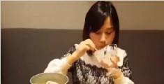 美女吃40斤小龙虾打败国外壮汉 曾一顿吃8斤米饭