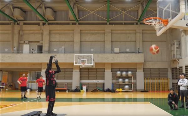 百发百中!丰田制造出完美的篮球罚球机器人
