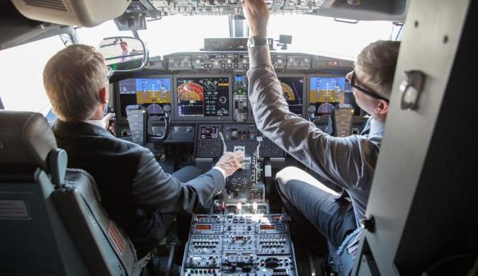 波音新型737 MAX 7客机完成首次试飞