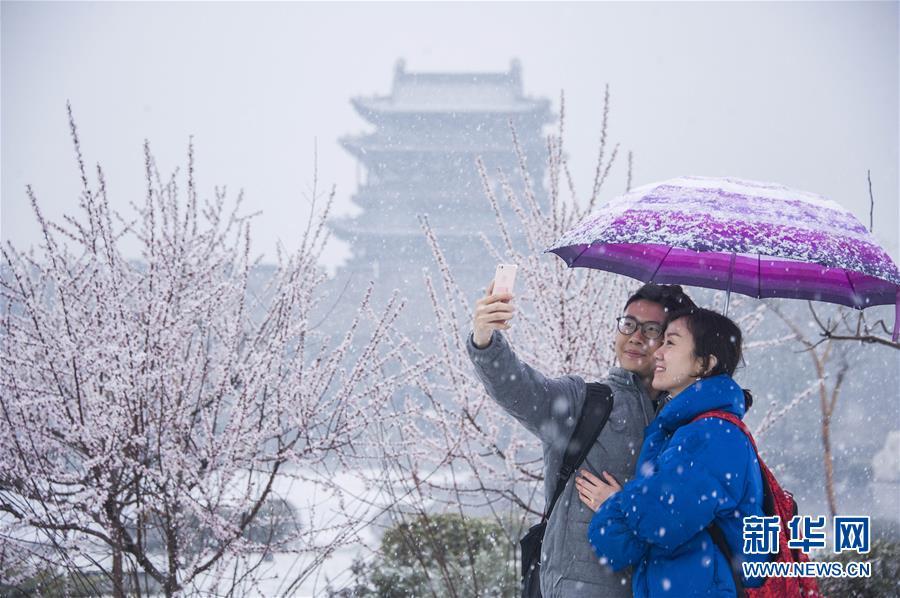 平遥古城迎春雪