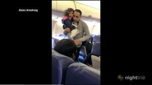 2岁女童机上哭泣 美国西南航空将父女赶下飞机