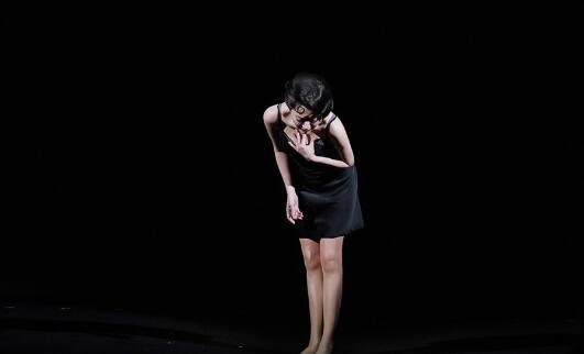 许晴舞台上优雅唯美 台下俏皮可爱似少女