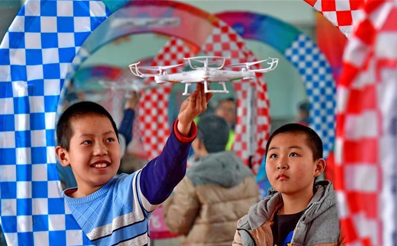 100架无人机进入学校第二课堂
