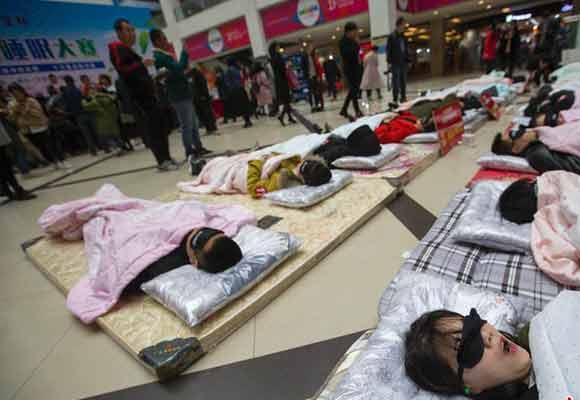 """山西商场举办睡眠大赛 依据睡眠质量评出""""睡神"""""""