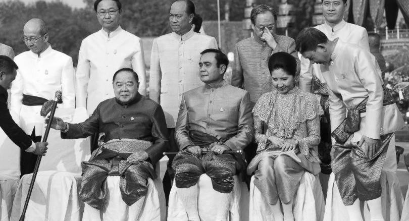 """泰总理呼吁民众穿""""古装"""""""