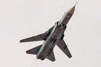 实拍苏24在叙利亚被击落 凌空爆炸后垂直掉下