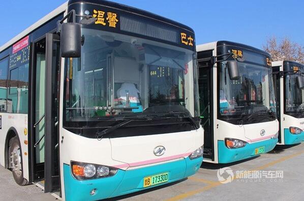 """海格新能源公交车亮相青岛 化身""""温馨巴士"""""""