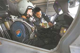 歼-16战机座舱内部曝光 性能很先进