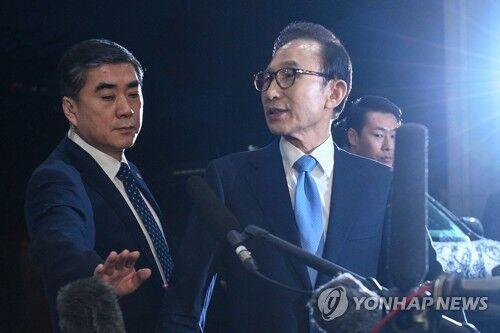 """担忧李明博""""毁灭证据"""" 韩检方申请对其拘捕令"""