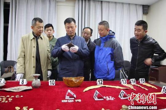 青海警方:追回被盗掘文物400余件 抓获嫌疑人13名穿越之花月弄影