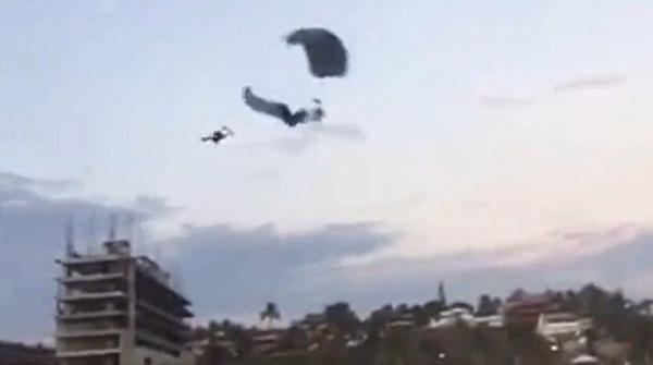 墨西哥旅游胜地两跳伞者空中相撞 一死一伤