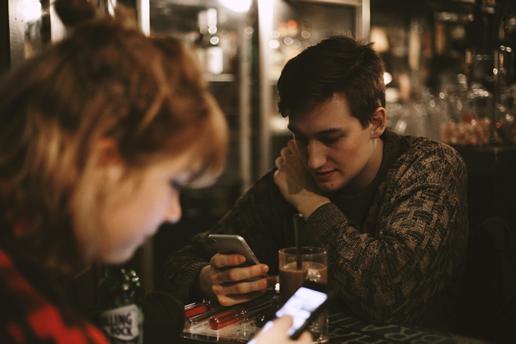 手机成瘾危及心理健康