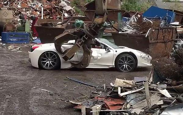 心疼!英国一法拉利跑车因不适合上路被销毁
