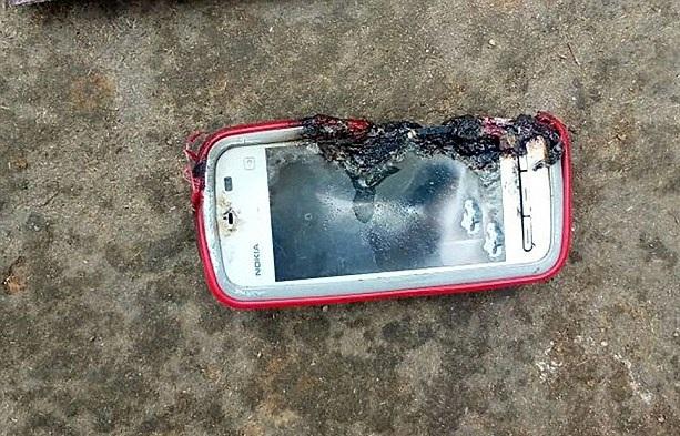 印度18岁少女手机充电时通话发生爆炸致其死亡