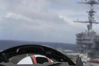 第一视角看舰载机在航母上降落