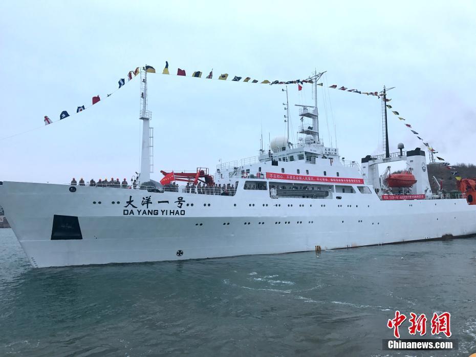 """""""大洋一号""""船青岛起航进行装备试验与科学调查综合海试"""