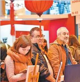 """法国巴黎国际书展闪耀""""中国红"""""""