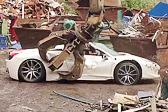 心疼!英国一法拉利跑车在废品场被销毁