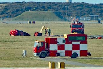 英国红箭表演队坠机致工程师死亡 现场图曝光